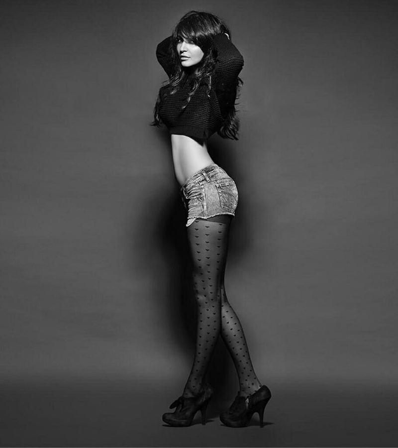 10 Hot Pics of Anushka Sharma that will make you turn up the AC now!- Anushka Stockings