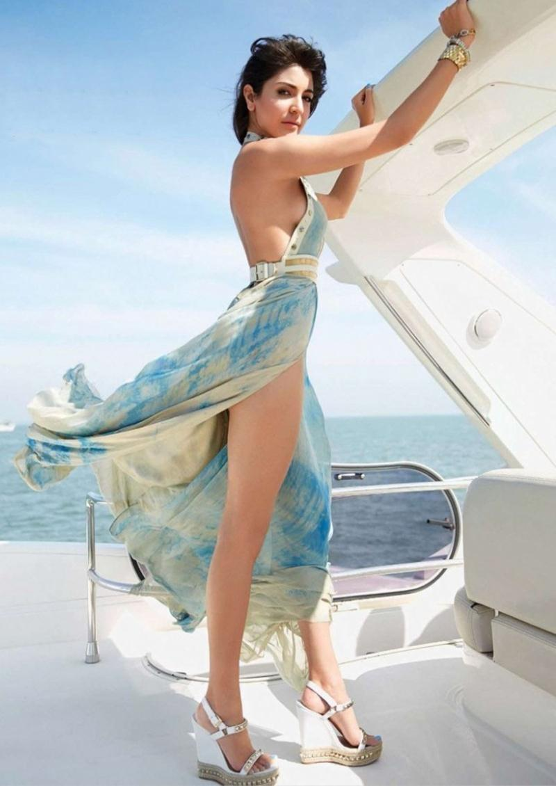10 Hot Pics of Anushka Sharma that will make you turn up the AC now!- Anushka Yacht