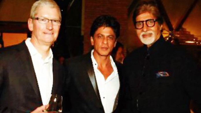 SRK with Amitabh and Cook at grand dinner