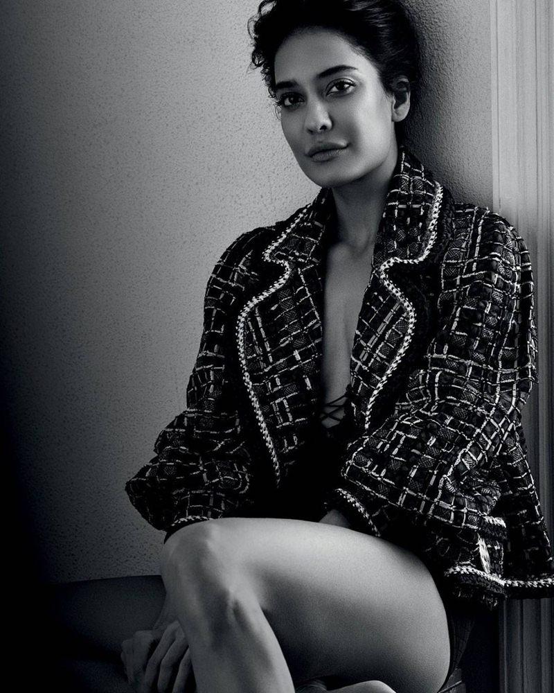 Lisa Hayden ups the hotness quotient in Harper's Bazaar magazine cover!- Lisa Bazaar 2