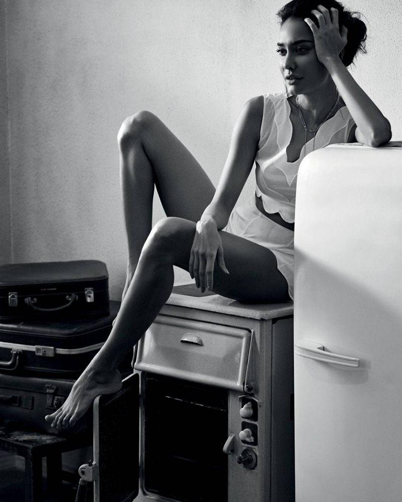 Lisa Hayden ups the hotness quotient in Harper's Bazaar magazine cover!- Lisa Bazaar 3