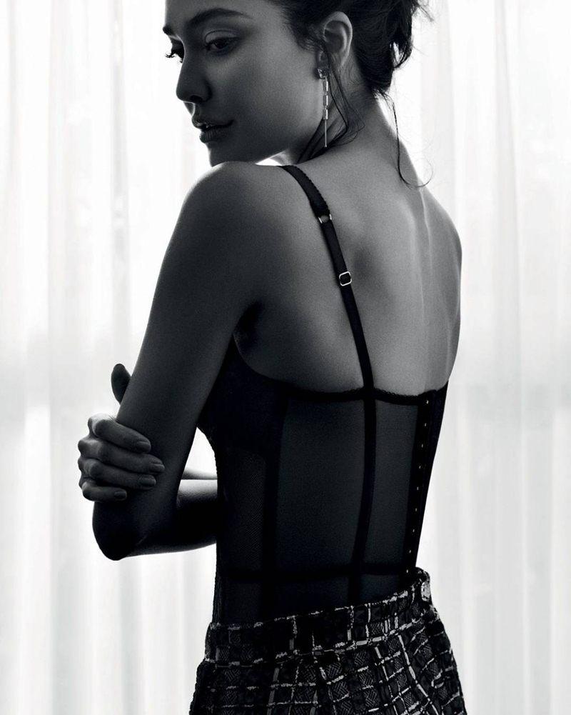 Lisa Hayden ups the hotness quotient in Harper's Bazaar magazine cover!- Lisa Bazaar 4
