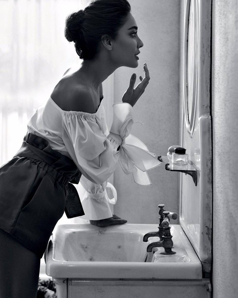 Lisa Hayden ups the hotness quotient in Harper's Bazaar magazine cover!- Lisa Bazaar 6