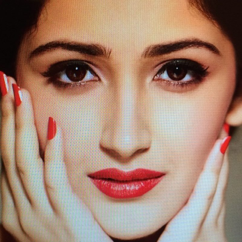 15 Stunning Pictures of Sayyeshaa, the leading lady of Shivaay- Sayyeshaa 13