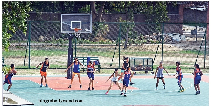 Shraddha kapoor playing basketball with Delhi University Girls