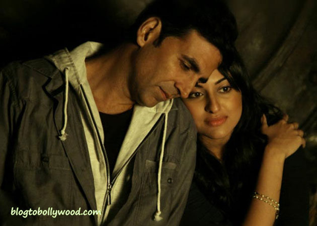 Here Is The Reason Why Akshay-Sonakshi's Namastey England Gets Postponed