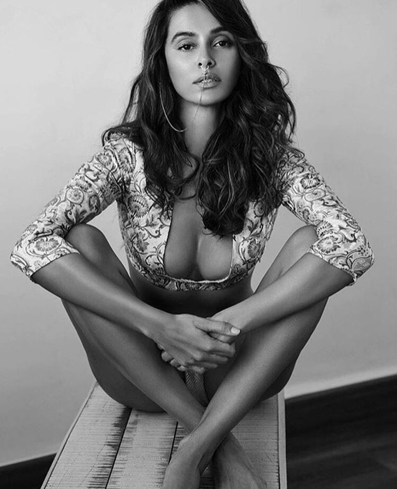 10 Hot Pictures of Shibani Dandekar that are too hot to handle!- Shibani bnw 1