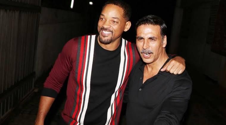 Akshay Kumar and Will Smith posing for photographers