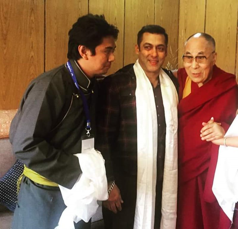 Pictures | Salman Khan wraps up Tubelight Ladakh schedule, celebrates with team- Salman with Dalai Lama 2