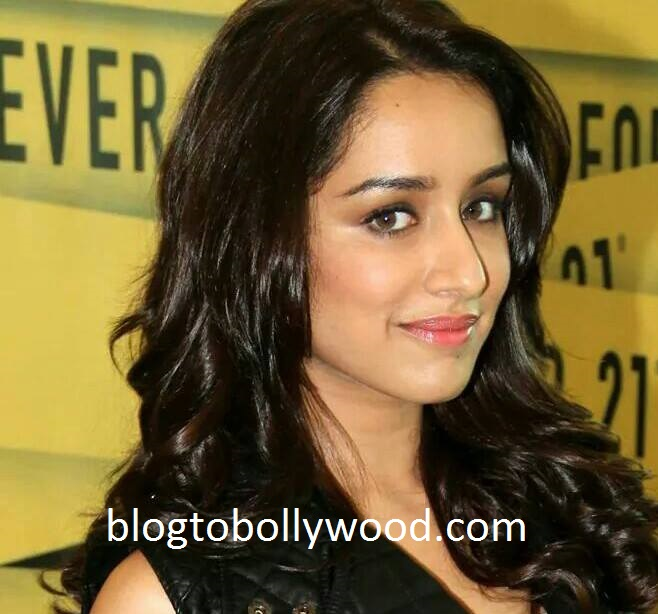 Shraddha's parents upset with her late night outings!