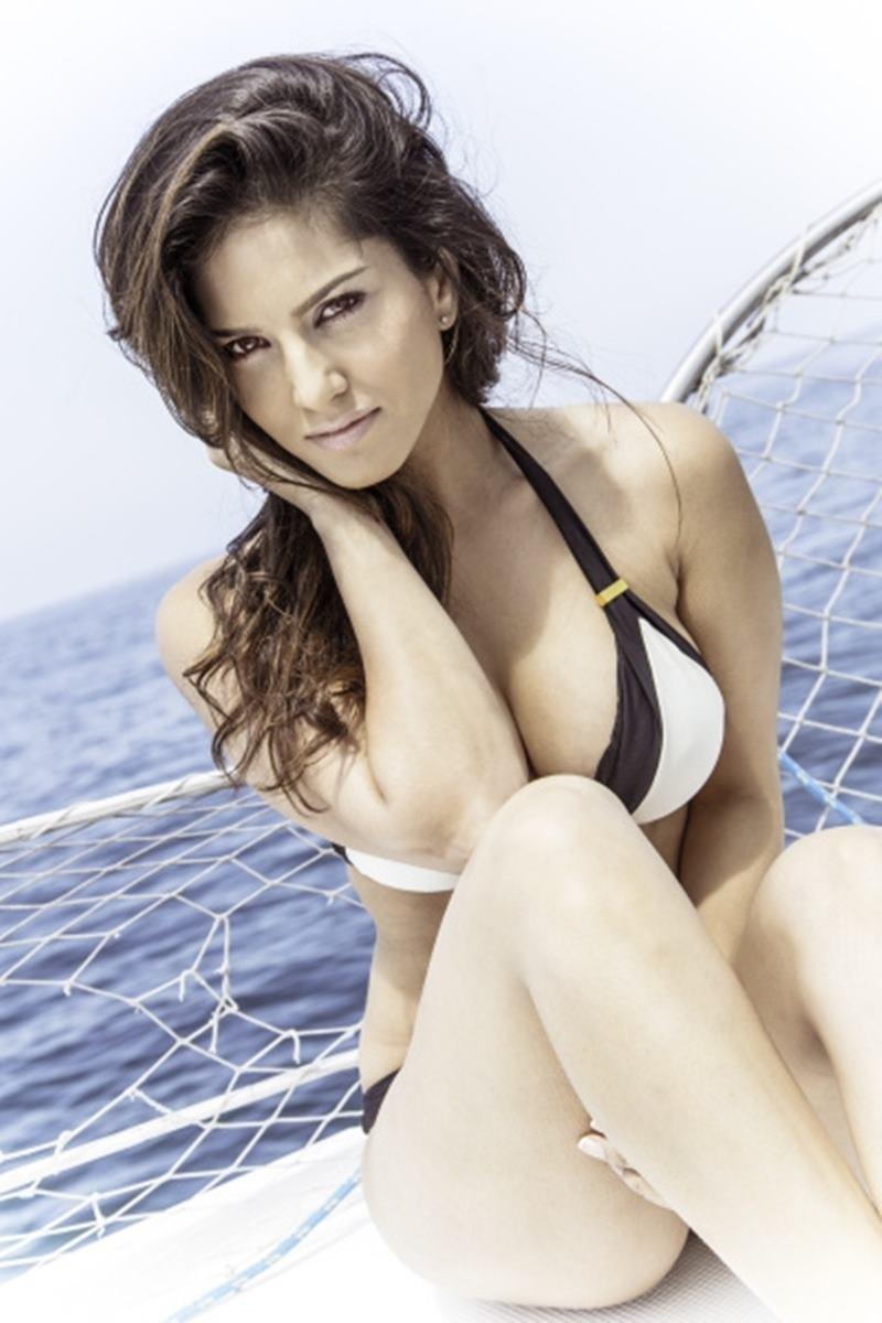 Top 10 Bikini Babes Of Bollywood- Sunny