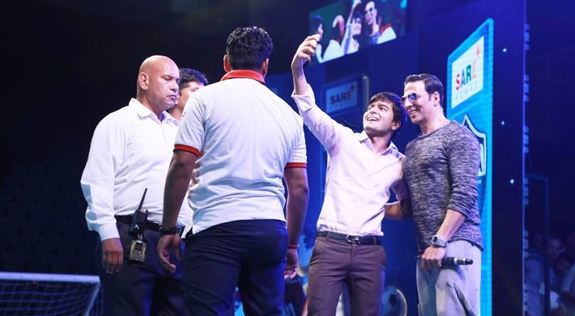 Akki poses for a selfie at the event