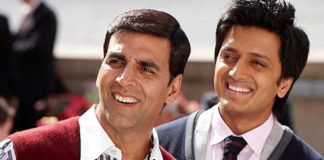 Akshay promotes close buddy Riteish's Banjo in a unqiue way!