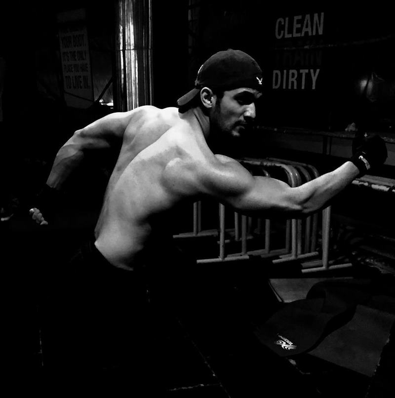 15 Hot Pics of Arjun Bijlani, one of the sexiest men of Indian Television- Arjun Gym 2