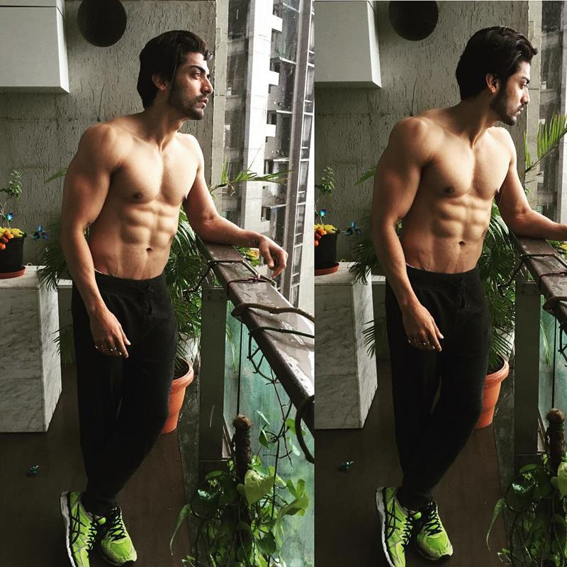 15 Hot Pics of Gurmeet Choudhary that are enough to set fire on your screens- Gurmeet Abs