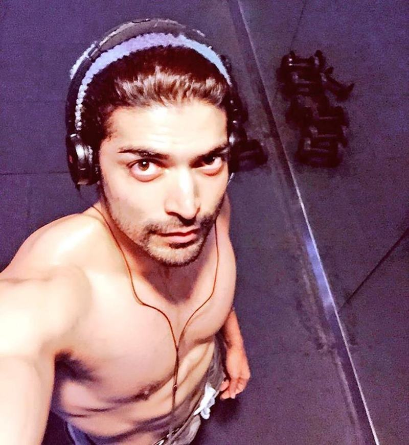 15 Hot Pics of Gurmeet Choudhary that are enough to set fire on your screens- Gurmeet Selfie 1