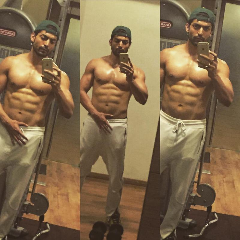 15 Hot Pics of Gurmeet Choudhary that are enough to set fire on your screens- Gurmeet Selfie 3