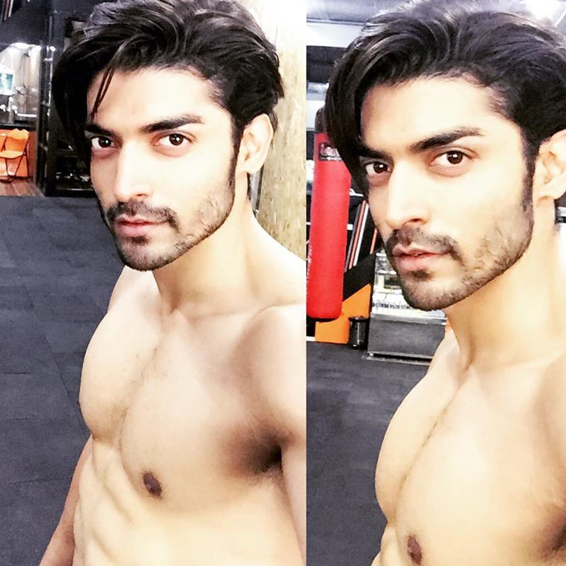 15 Hot Pics of Gurmeet Choudhary that are enough to set fire on your screens- Gurmeet Selfie 6