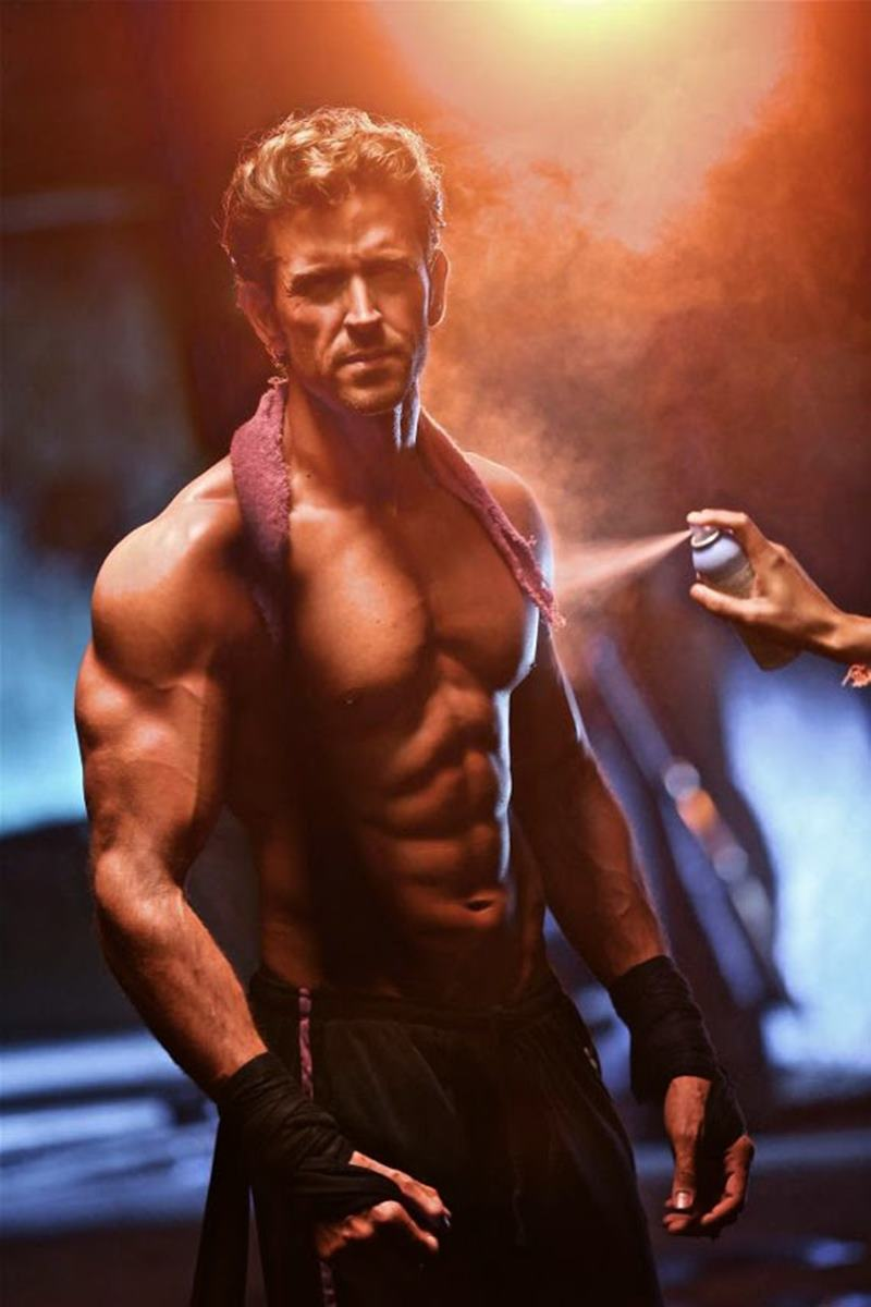 10 Hot Pics of Hrithik Roshan that will get the temperature soaring instantaneously!- Hrithik Getting ready