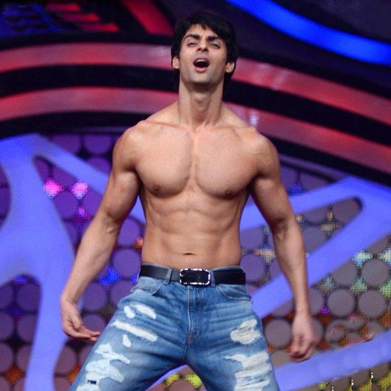 15 Hot Pics of Karan Wahi which prove that the 'Remix' boy is all grown up now- Karan abs 6
