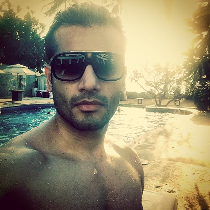 15 Pictures of Karan Tacker that will make your day brighter than it already is!- Karan Selfie 1