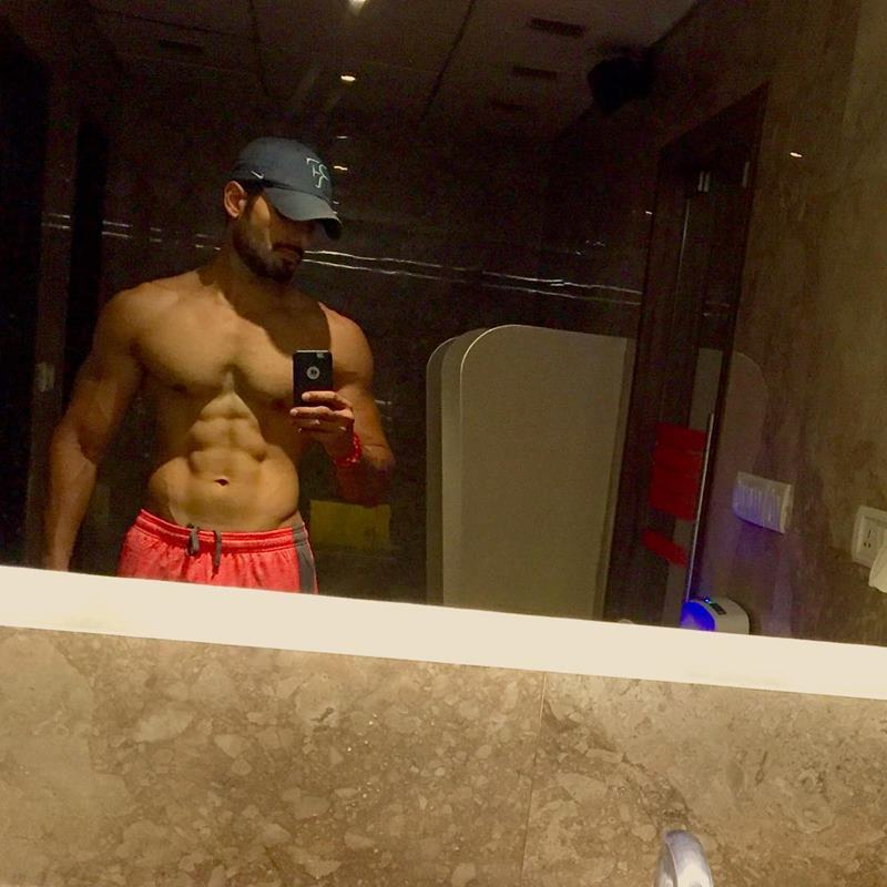 15 Pictures of Karan Tacker that will make your day brighter than it already is!- Karan Selfie 2