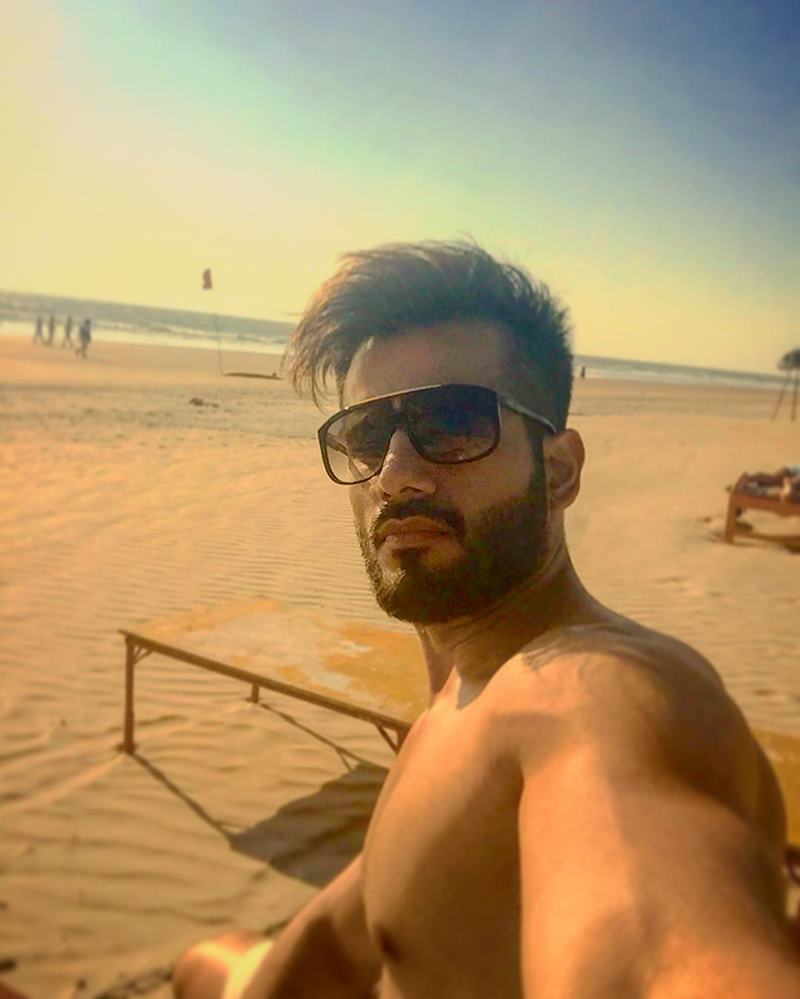 15 Pictures of Karan Tacker that will make your day brighter than it already is!- Karan Selfie 3