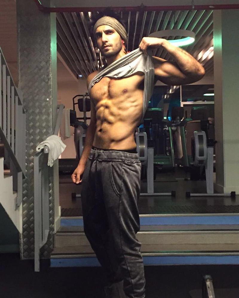 10 Hot Pics of Ranveer Singh that are as abalicious as it can get!- Ranveer Pecs