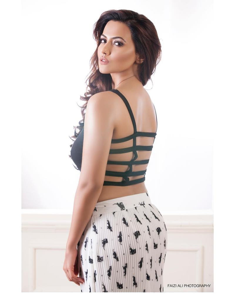 10 Hot Pics of Sana Khan that bring out the oomph in her!- Sana Shoot 2
