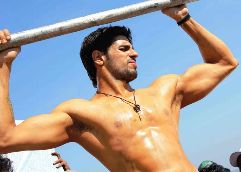 15 Hot Pics of Sidharth Malhotra that justify his hotness to some level- Sid workout