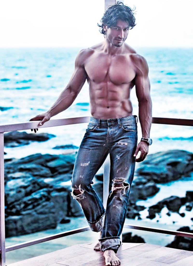 10 Hot Pics of Vidyut Jammwal that prove his body is a temple!- Vidyut Abs
