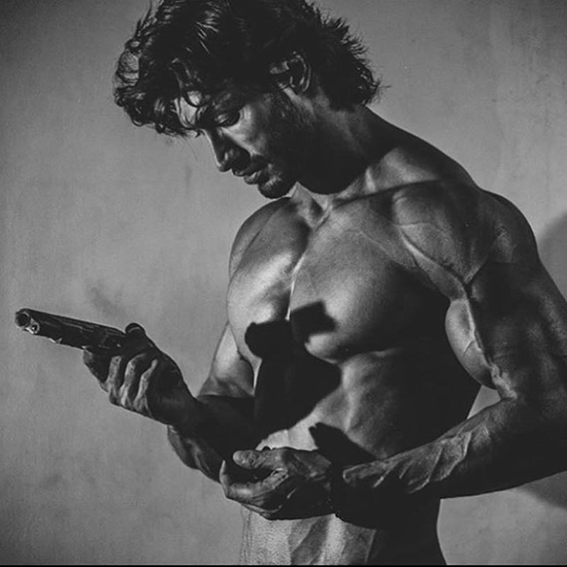 10 Hot Pics of Vidyut Jammwal that prove his body is a temple!- Vidyut Gun