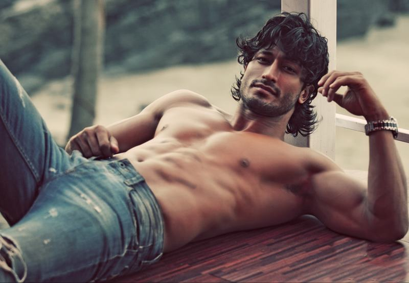 10 Hot Pics of Vidyut Jammwal that prove his body is a temple!- Vidyut Jeans