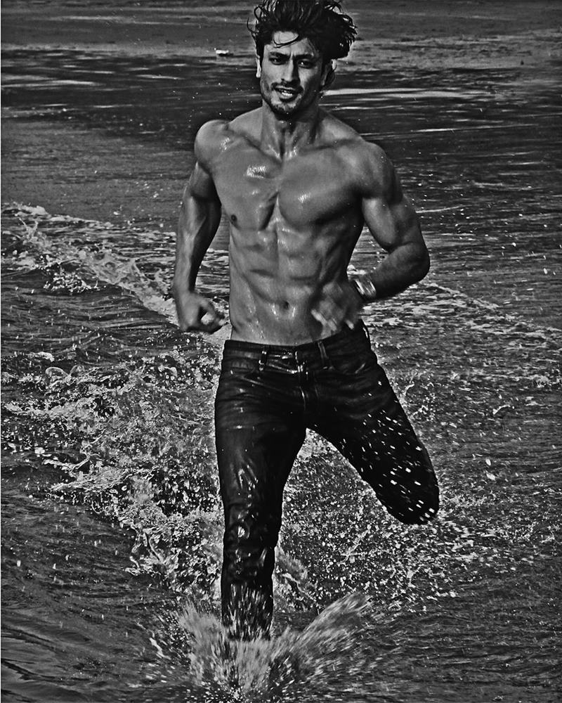 10 Hot Pics of Vidyut Jammwal that prove his body is a temple!- Vidyut Water