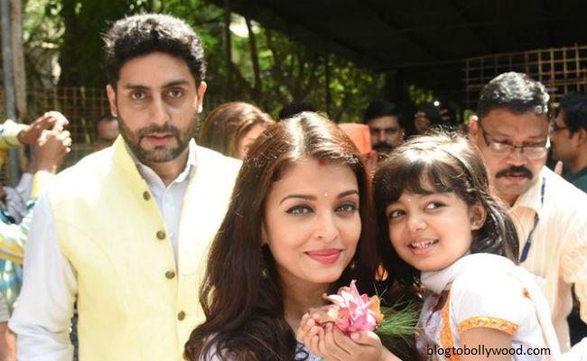 Pics:Bollywood celebrates Durga Pooja - Aish and Abhishek Bachchan