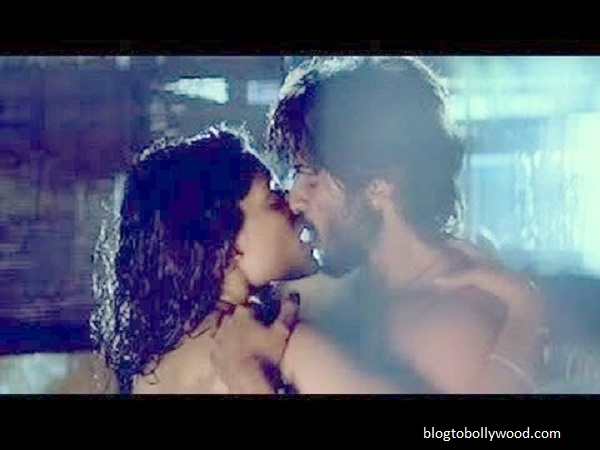 Saiyami Kher and Harshvardhan Kapoor kiss in 'Mirzya'