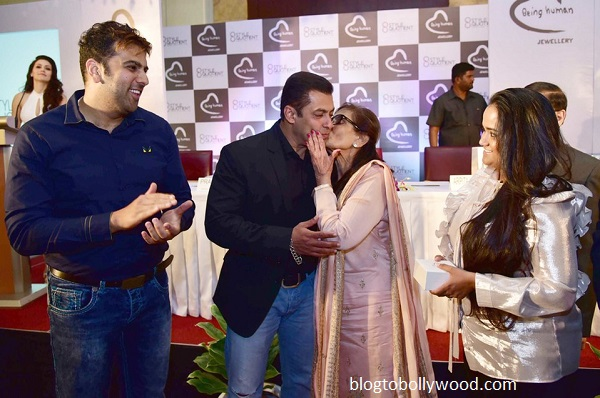 Salma Khan kisses son Salman !