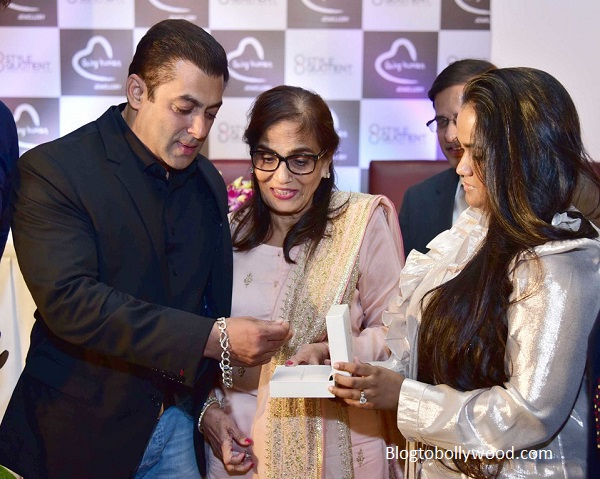 Happy Khandaan! Salman with mother Salma Khan and sister Arpita Khan Sharma