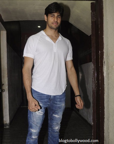 Siddharth Malhotra arrives at the screening