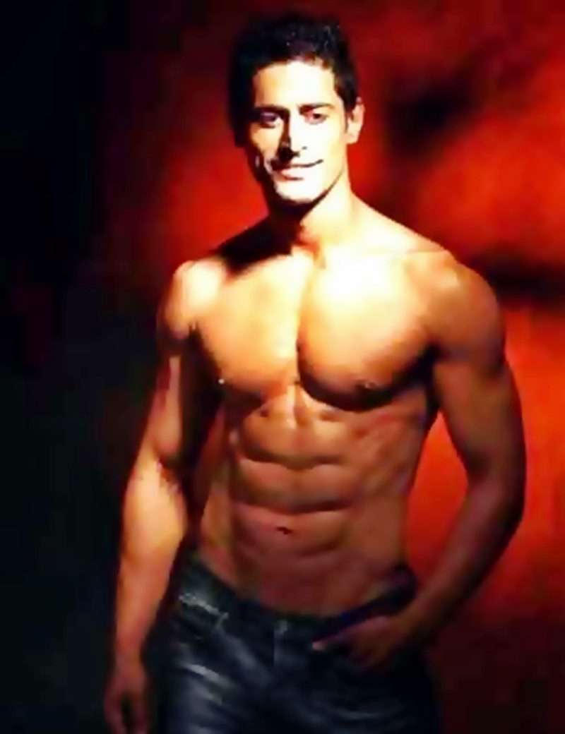 10 Hot Pics of Mohit Raina that will make you swoon over his manly ways!- Mohit abs2