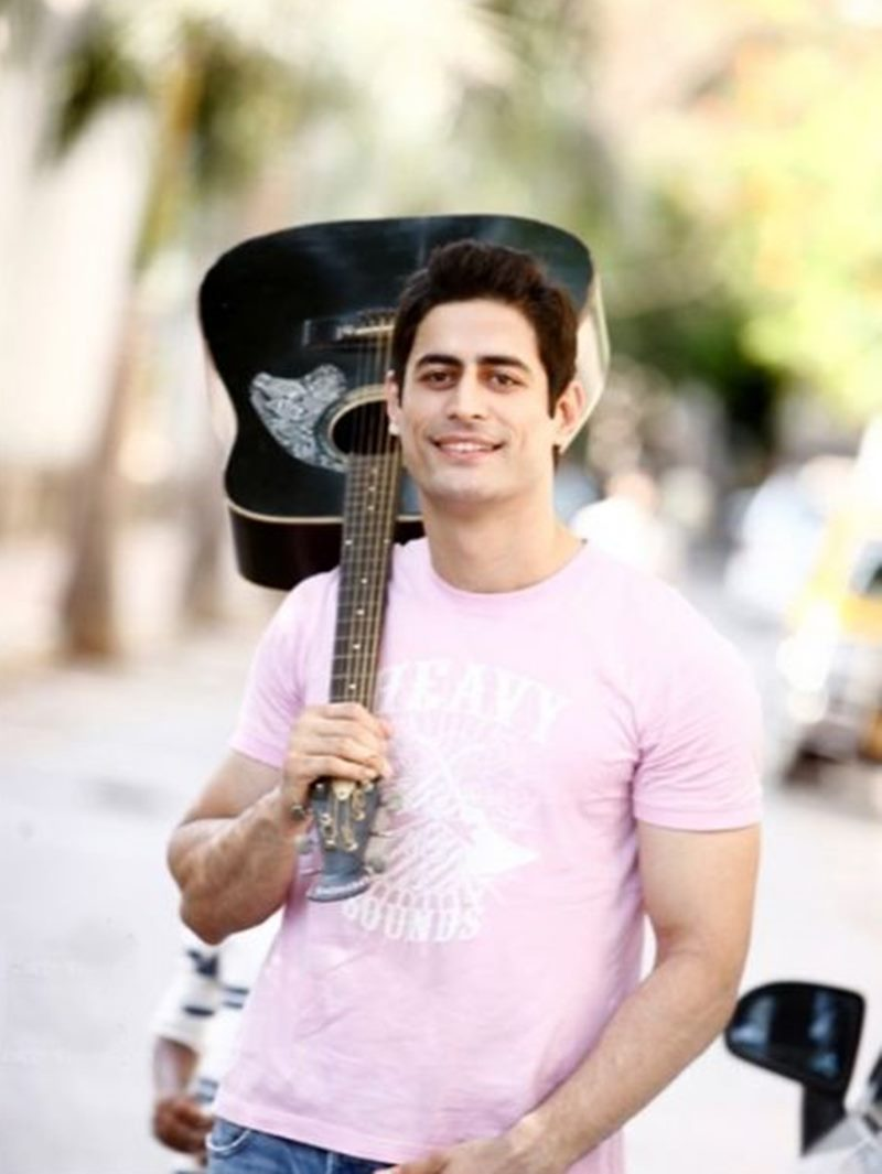 10 Hot Pics of Mohit Raina that will make you swoon over his manly ways!- Mohit Guitar
