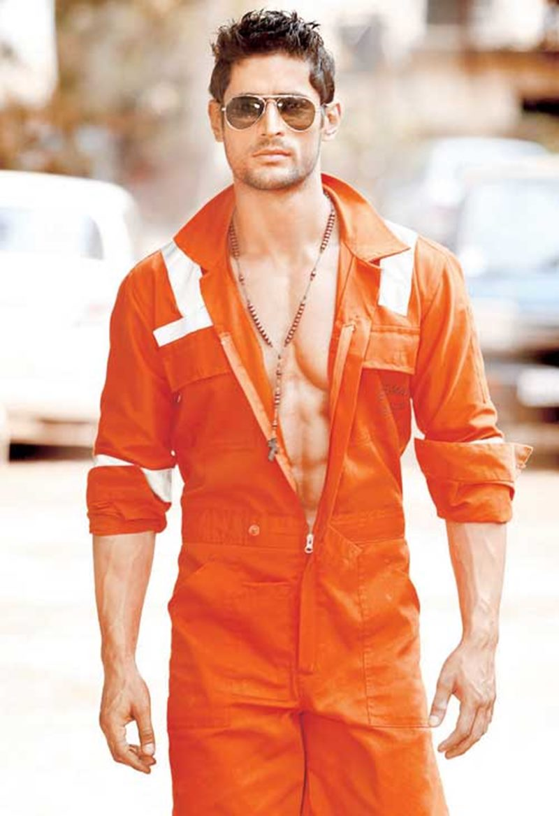 10 Hot Pics of Mohit Raina that will make you swoon over his manly ways!- Mohit orange
