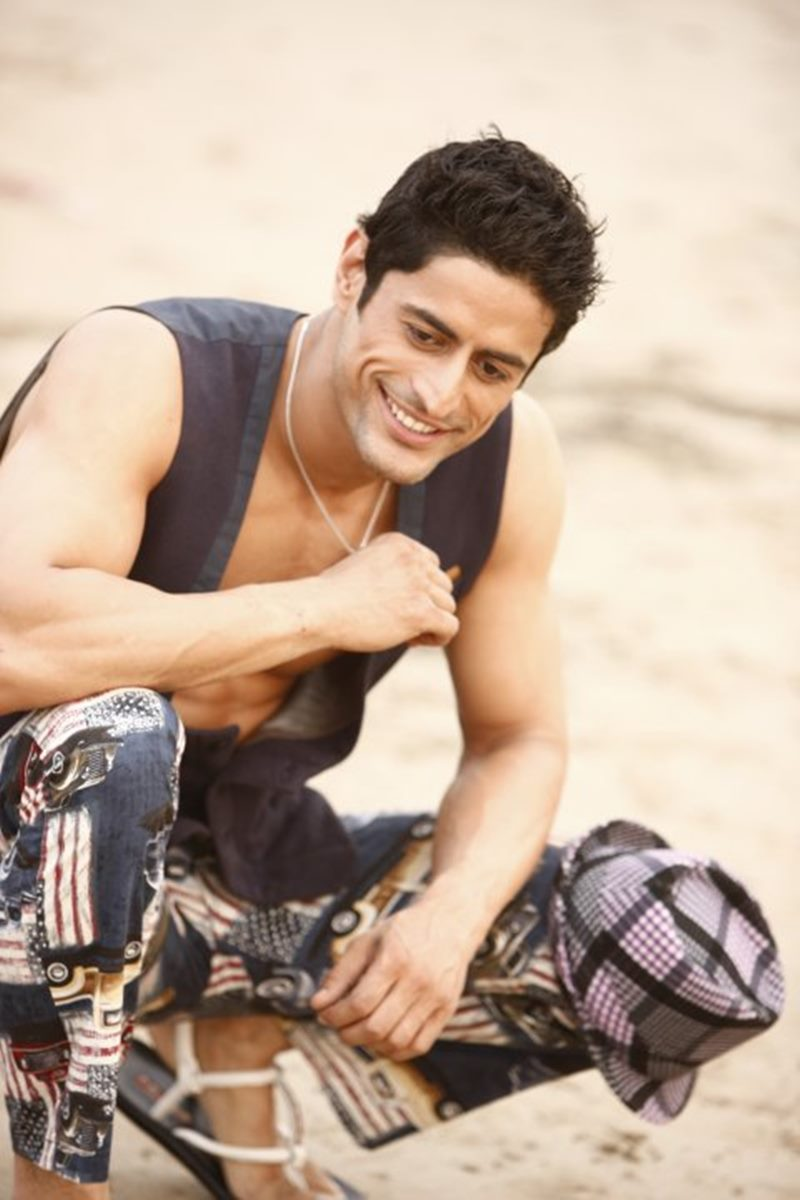 10 Hot Pics of Mohit Raina that will make you swoon over his manly ways!- Mohit smile 1