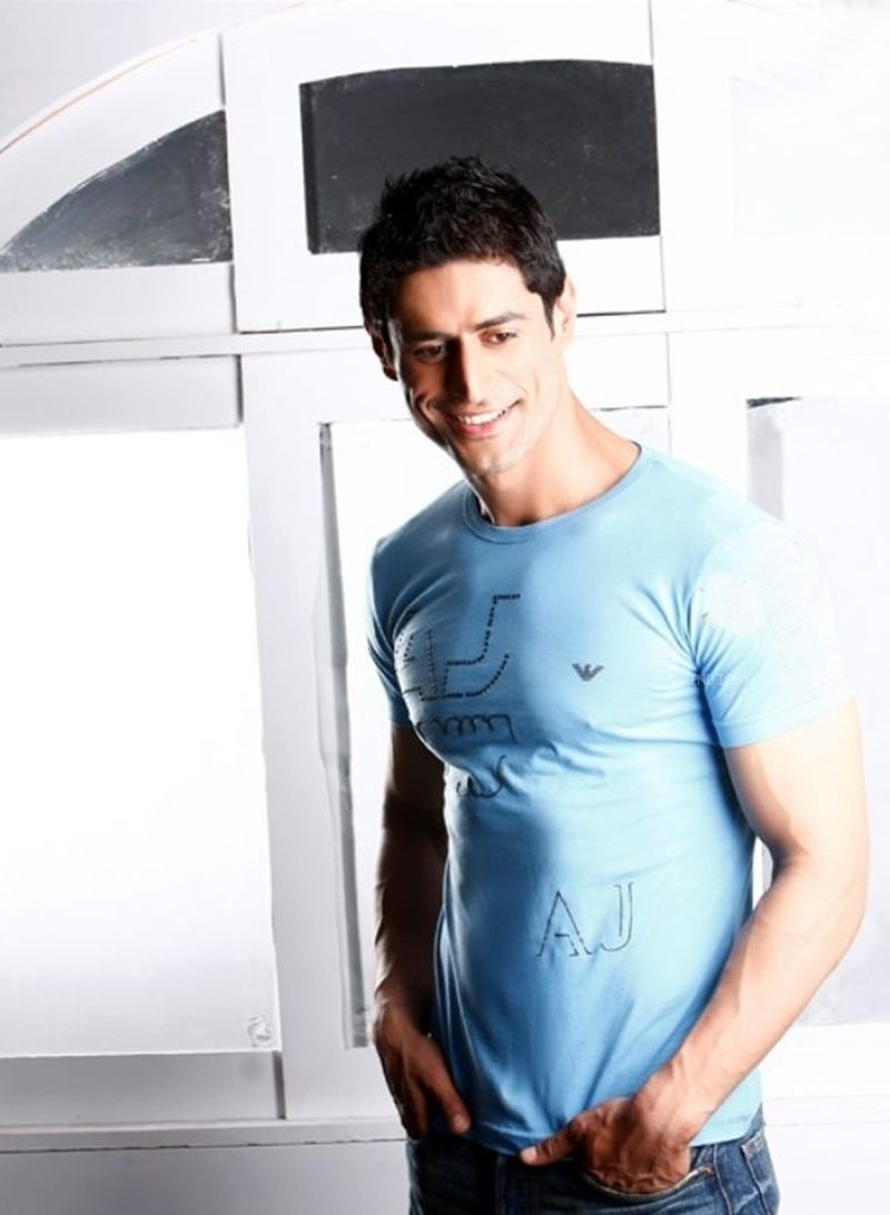 10 Hot Pics of Mohit Raina that will make you swoon over his manly ways!- Mohit Smile
