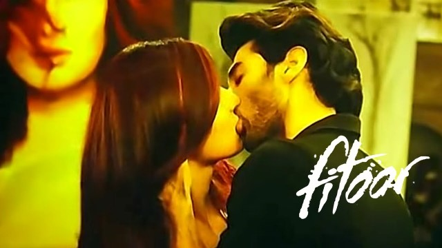 Hottest Bollywood Kisses Of 2016 - Katrina and Aditya in Fitoor