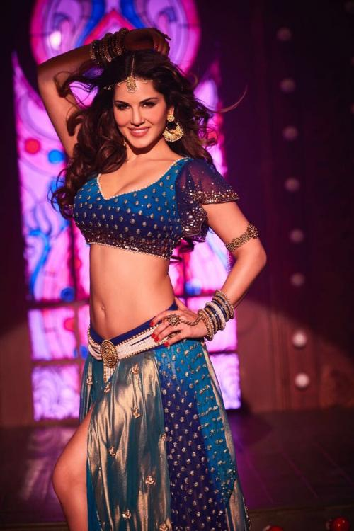 Sunny Leone in Lailo Main Laila song