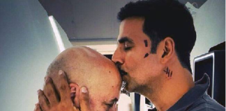 Anupam Kher celebrates his 20th film with Akshay Kumar