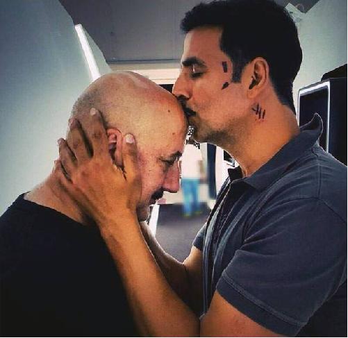 Anupam Kher celebrates his 20th film with Akshay Kumar