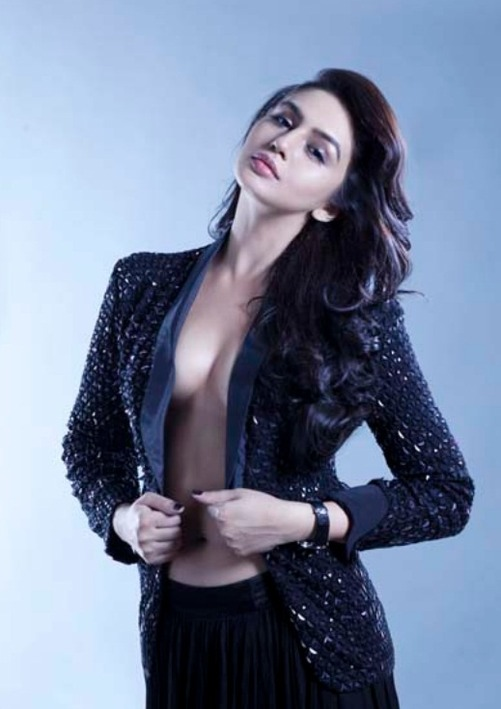 huma qureshi's hotty