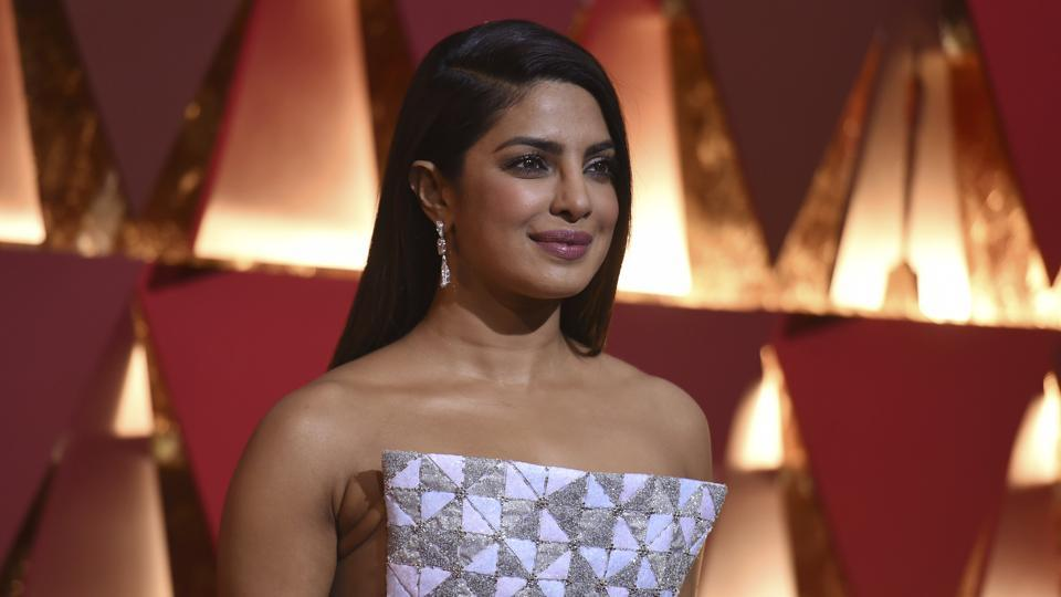 Celebrities Style Files Oscars 2017 - Priyanka